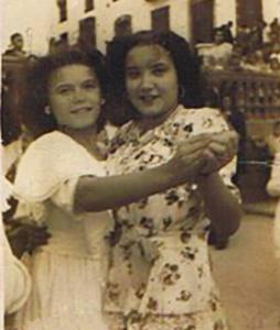 Fe Vicente y Eleuteria Mena. Feria de Casares, 1948 (Fotografía: Archivo de Benito Trujillano Mena)
