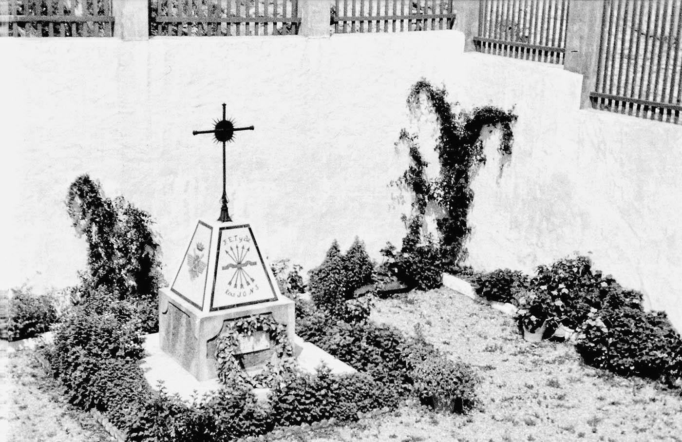 Patio de la Falange (Casares), década de 1960 (Fotografía: Hnos. Cordero)