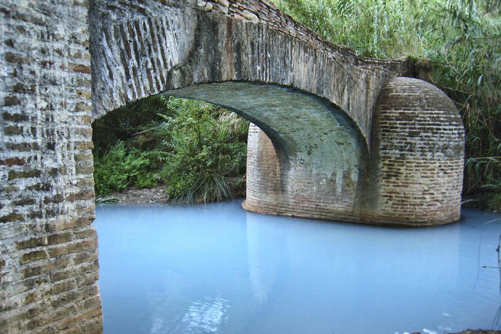Puente acequia sobre el río Manilva (Casares)