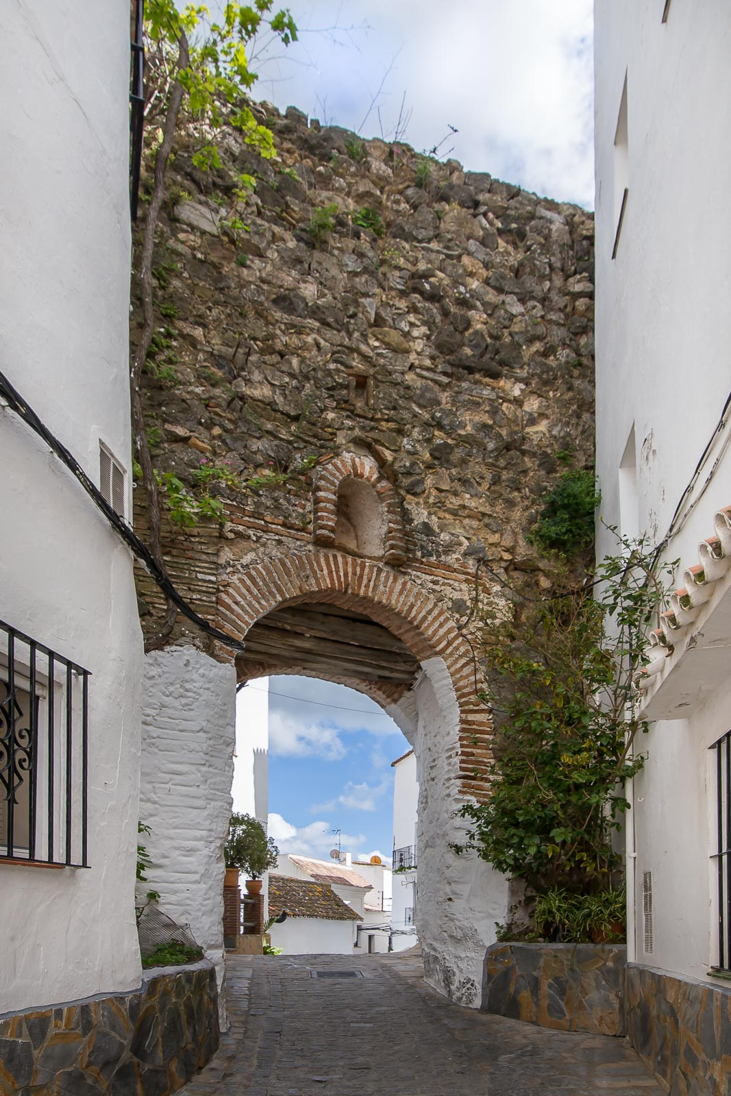 Puerta de la calle Arrabal (Casares)
