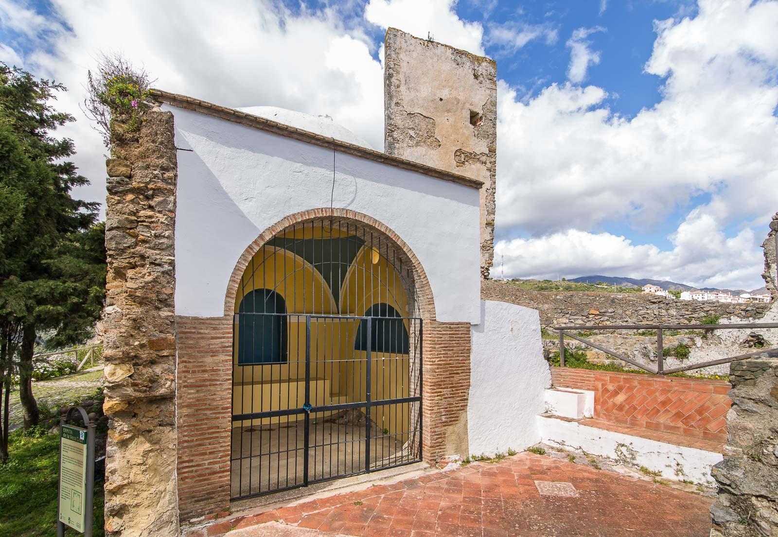 Ermita de la Veracruz. Castillo de Casares