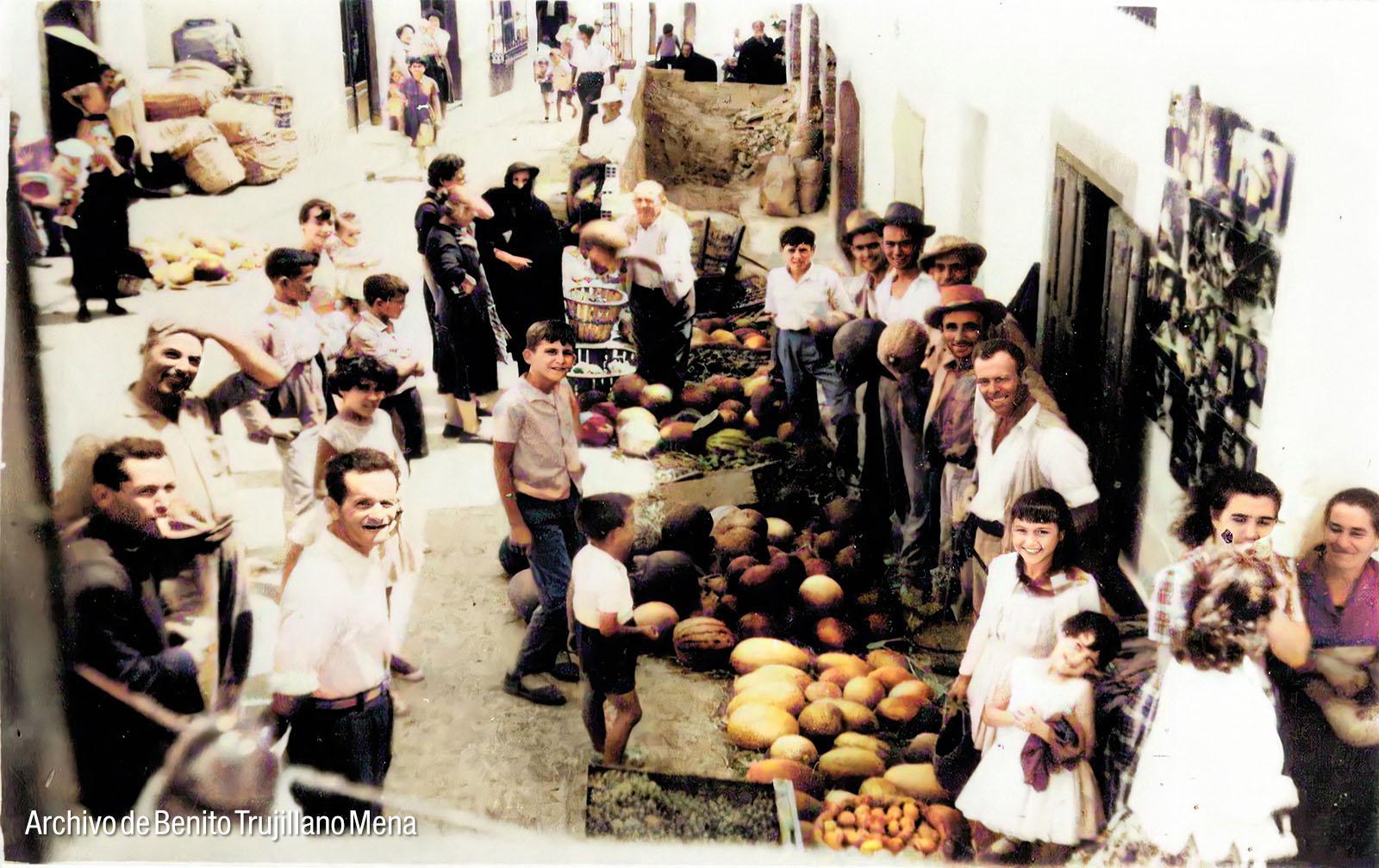 Fachada del cine Ortiz, en calle La Fuente (Casares). Fotografía: Archivo de Benito Trujillano Mena