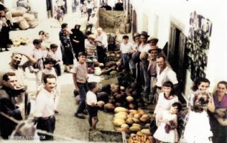 Calle la Fuente y fachada del Cinema Ortiz (Casares)